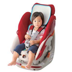 เด็กนั่งใน Car seat ที่รองแผ่นหลังด้วย Salaf baby chair
