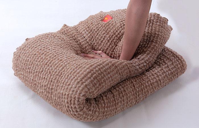 ความนุ่มฟูและยืดหยุ่นของ ผ้าห่มขนอูฐ camel & organic cotton
