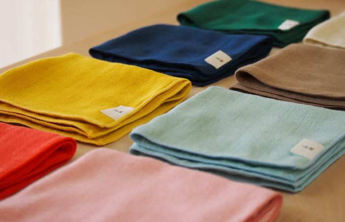 ผ้าเช็ดหน้า Cumuco มีให้เลือกหลากหลายสีสัน