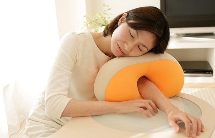 หมอนนอนกลางวัน King Uatatane pillow ทรงโดนัทมีรูตรงกลาง สอดแขนเข้าไปได้