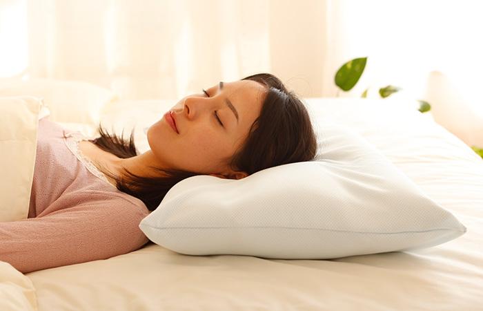 หมอน King aero pillow แบ่ง 3 ส่วน เพื่อรองรับและบรรเทาอาการปวดต้นคอ