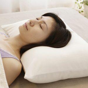 ผู้หญิงนอนหมอนเพื่อสุขภาพ King dream pillow